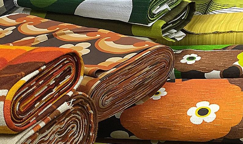 echt retro en puur vintage mooi voor gordijnen kussenhoesjes lampenkappen etc vraag gerust nadere informatie of maak een afspraak om de stoffen te